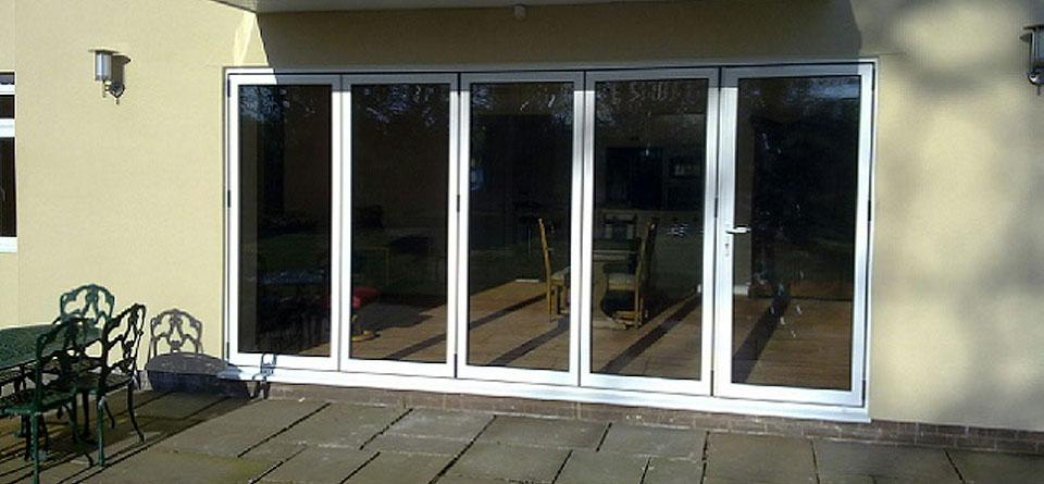 white-aluminium-multifold-doors-external-2